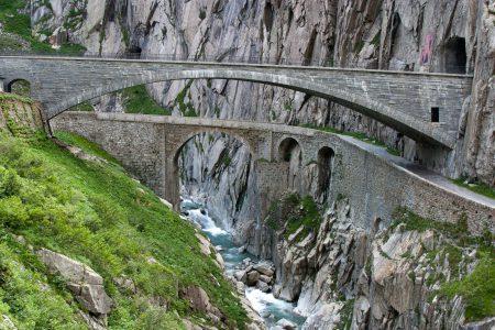 jet d'encre Les tunnels alpins de la 'Ndrangheta en Suisse