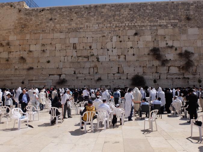 Le Mur des Lamentations devant lequel les juifs pleurent la ruine du Temple et l'exil d'Israël. Voyage en Israël et en Palestine avec Antonin Gendre en avril 2017 © Andrea Gennai