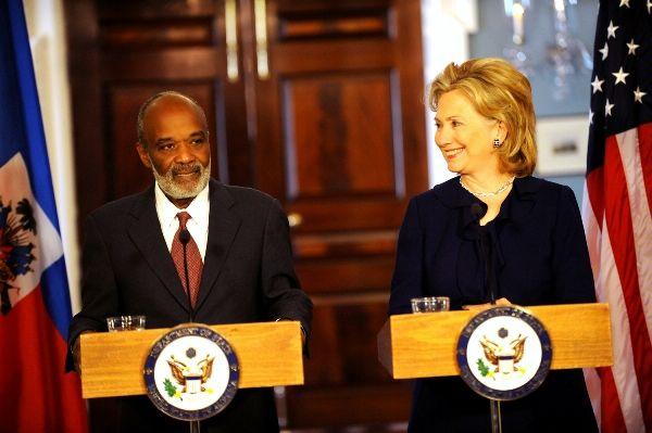 Clinton_Preval_9Mars_MichaelGross