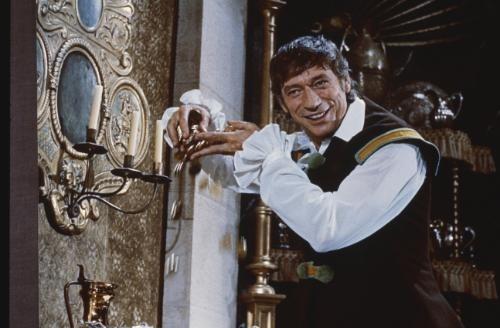 « C'est l'or, il est l'or, l'or de se réveiller, mon seignor, il est huit or... », Yves Montand dans La Folie des Grandeurs, film de Gérard Oury. © Premiere.fr