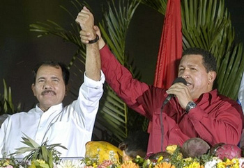 Daniel Ortega et Hugo Chavez © www.traditioninaction.org