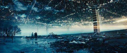 Image tirée du film Upside Down figurant deux mondes face à face mais fermés entre eux.