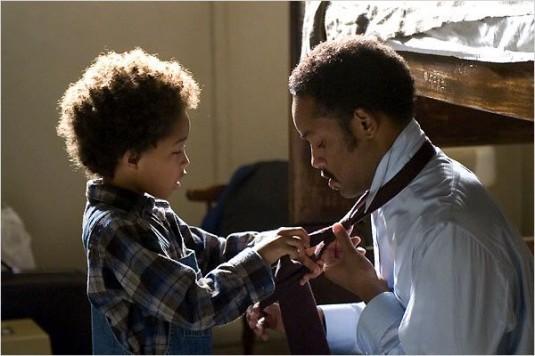 Image tirée du film « À la recherche du bonheur » avec Will Smith et son fils Jaden Smith.
