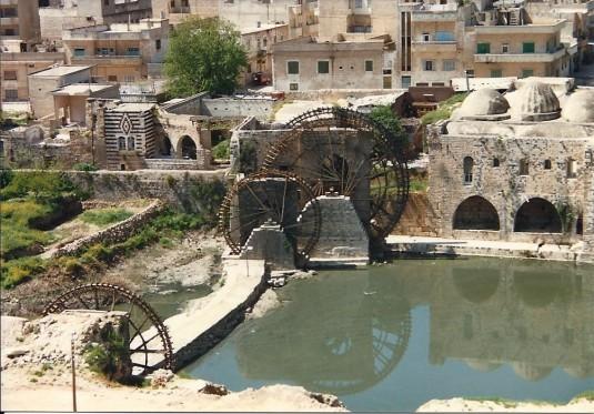 Hama 1990. Les belles Nourias et l'eau qu'elles transportent depuis des siècles (c) Yasmina Tippenhauer