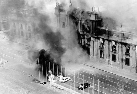11 septembre 1973, La Moneda – le palais présidentiel à Santiago – est sous attaque. © Pedro Encina