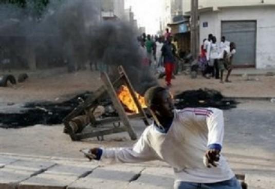 http://www.pressafrik.com/Dakar-sans-eau-depuis-deux-semaines-la-revolte-des-populations-s-intensifie_a112500.html