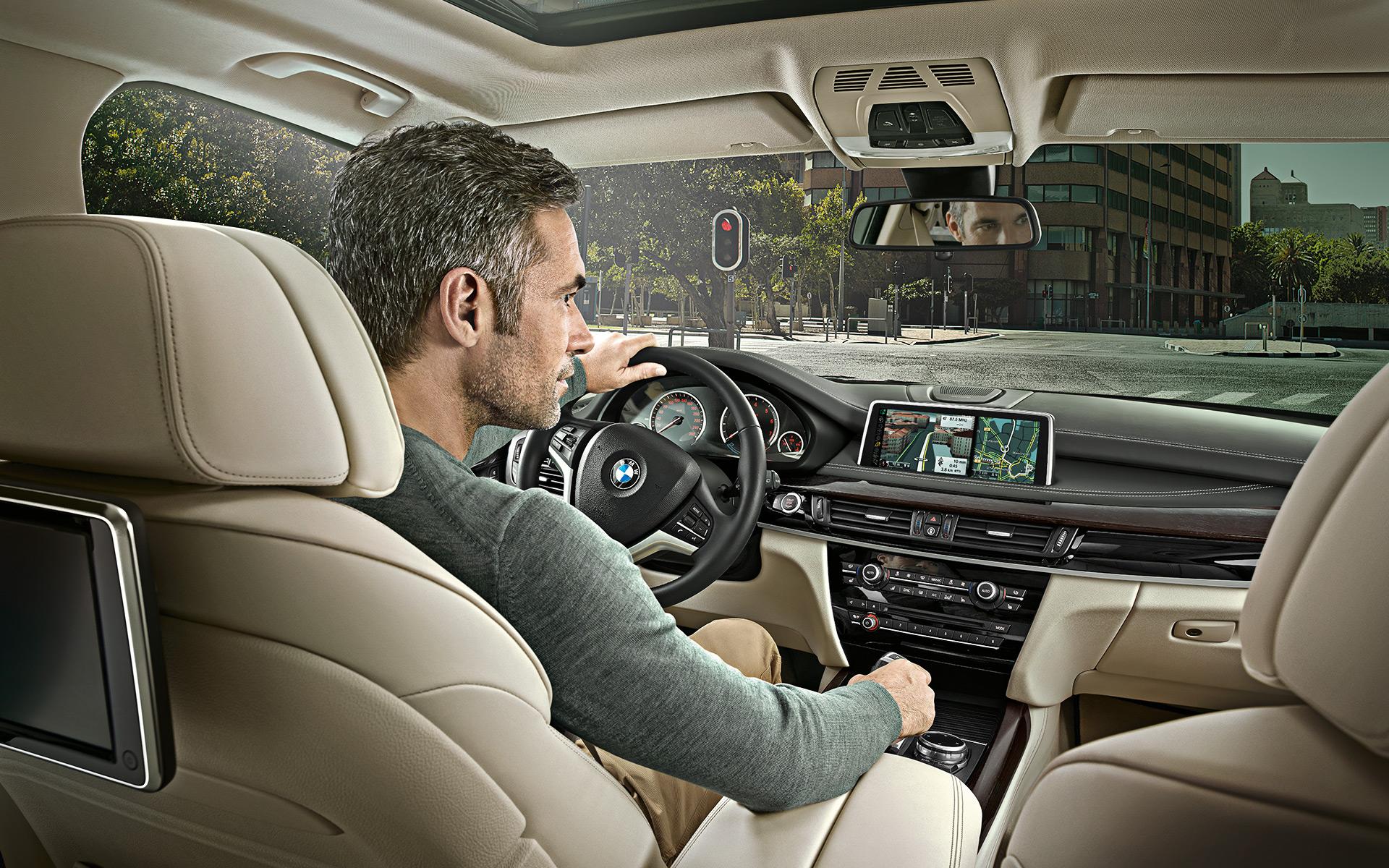 Ai-je un autre choix que de croquer dans le rêve bourgeois ? Quand les BMW X5 blanches tomberont en panne de sens…