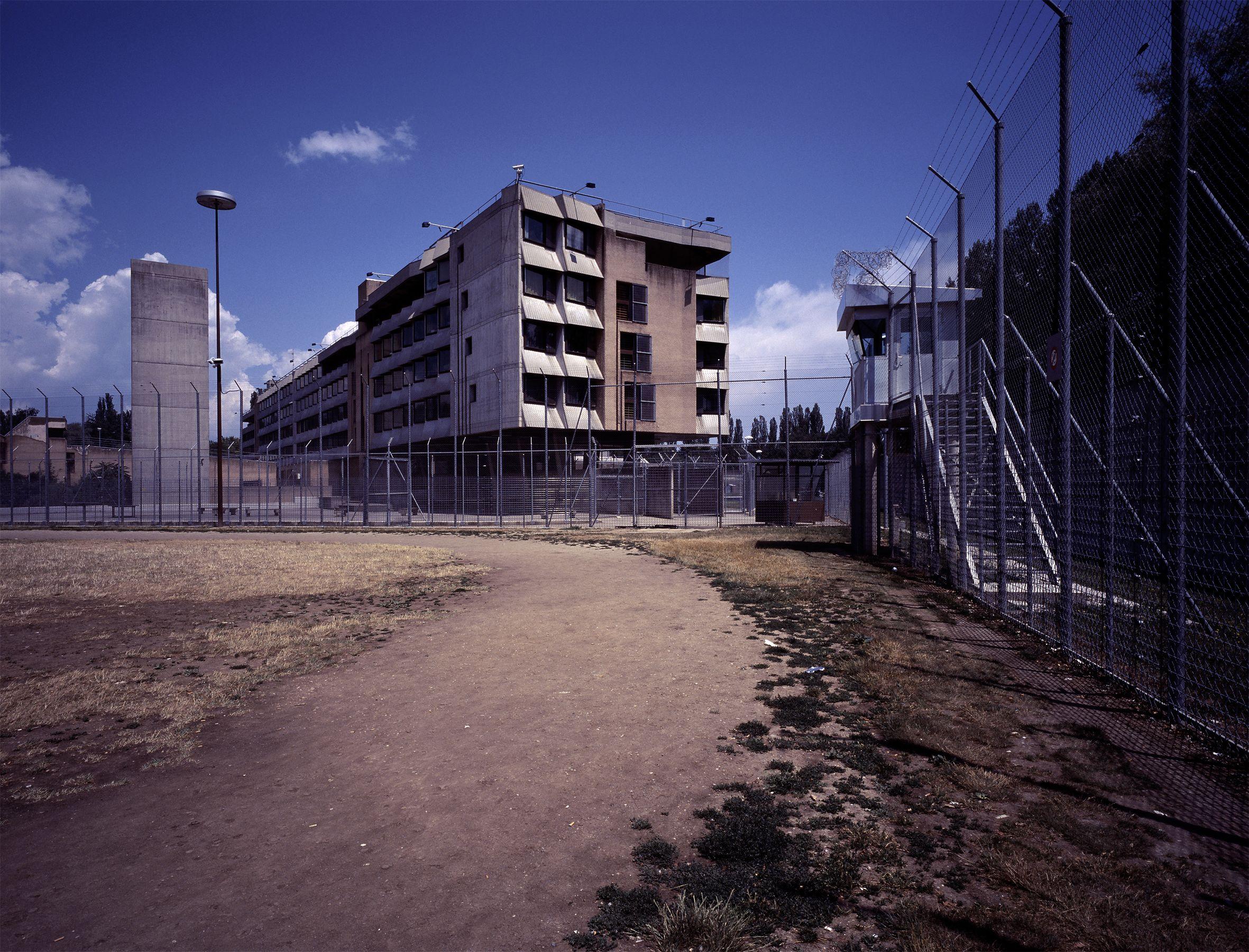 De la dignité des prisonniers: un plaidoyer anti-humaniste