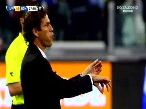 L'entraîneur de la Roma Rudi Garcia imite la célébration d'Alberto Gilardino © Ansa/Gazzetta dello Sport