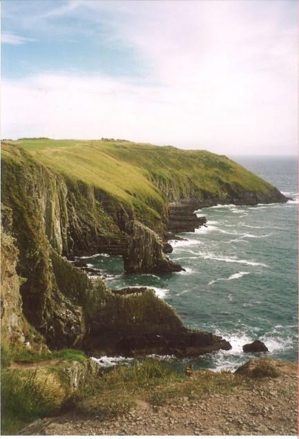 Kinsale, en Irlande : belle mer glauque. Il y a quelques siècles, Long John Silver y vécut une violente seconde naissance - mais ceci est une autre histoire...