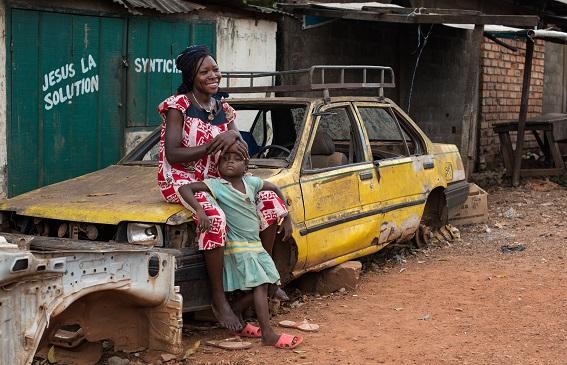 Une escouade à Bangui : témoignage sur la terre battue centrafricaine