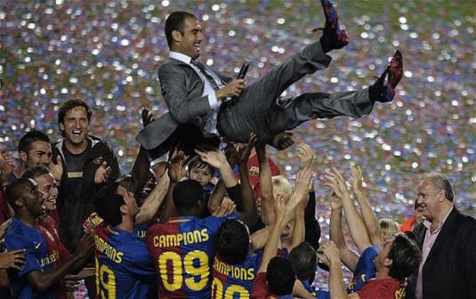 Pep Guardiola, porté en triomphe par son équipe du Barça en 2009 (www.telegraph.co.uk)