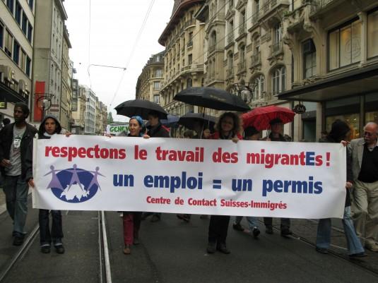 Depuis 1974, le Centre de Contact Suisses-Immigrés a joué un rôle central dans de nombreuses luttes pour les droits des immigrés. Ici, une présence du CCSI dans le cortège du 1er mai 2010. Crédit photo: Carlos Serra