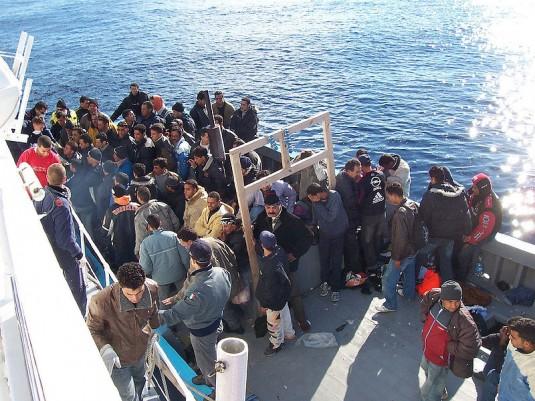 Migrants nord-africains au large des côtes siciliennes. (Wikicommons)