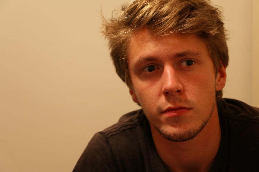Entretien exclusif: le jeune Néo-Zélandais voulait réaliser un documentaire pour sensibiliser sur la question des stages non payés à l'ONU, révèle-t-il sur Jet d'Encre