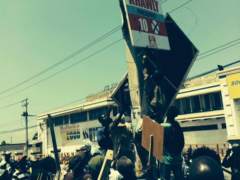 Manifestations à Port-au-Prince © Youri Hanne