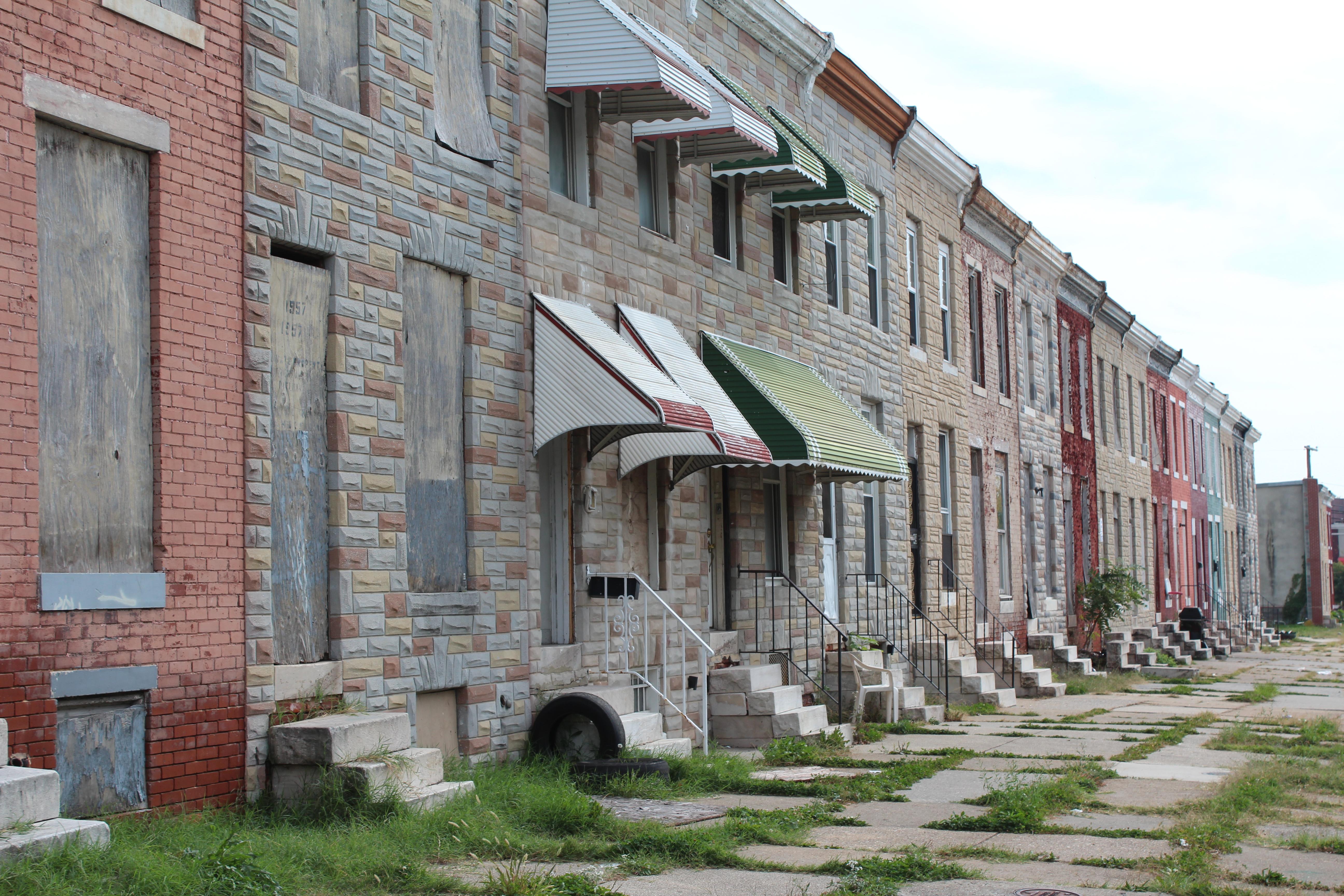 Maisons abandonnées. [E.Linder]