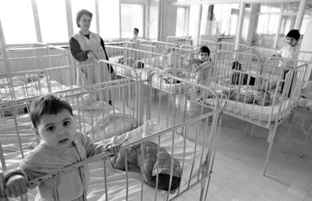 jet d'encre La politique nataliste de Ceaușescu: une catastrophe démographique en Roumanie